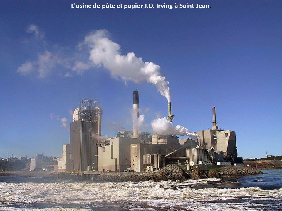 L usine de pâte et papier J.D. Irving à Saint-Jean.