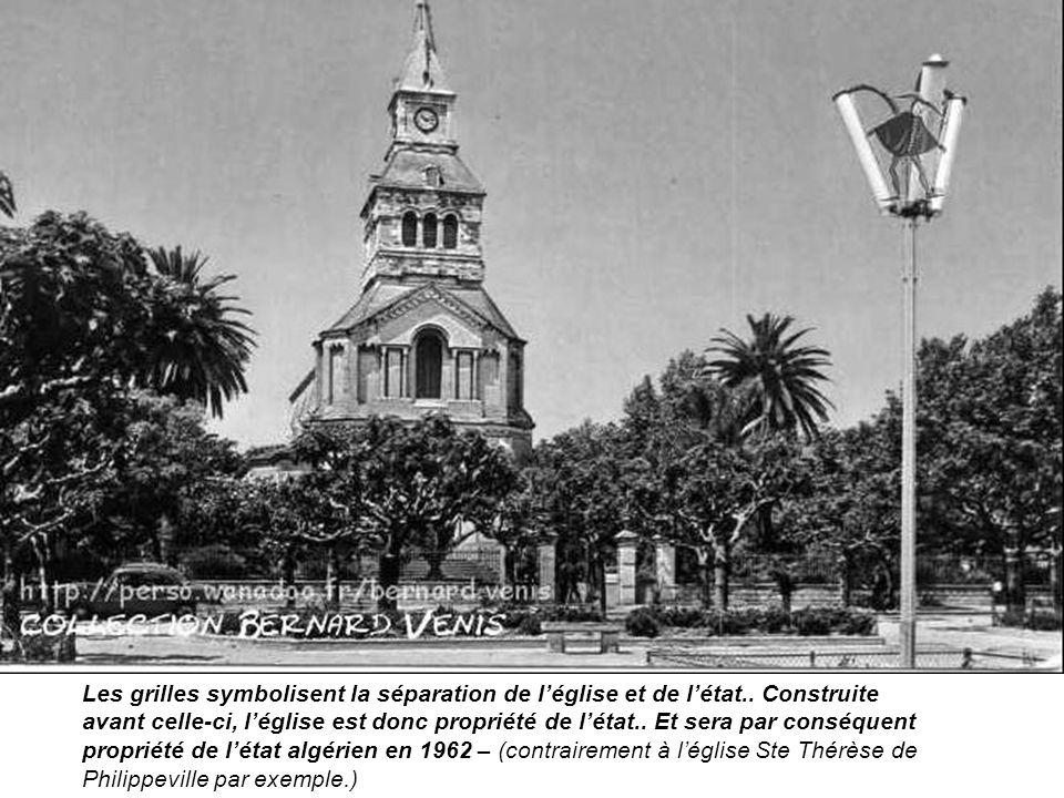 Les grilles symbolisent la séparation de l'église et de l'état