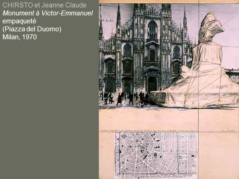 CHIRSTO et Jeanne Claude Monument à Victor-Emmanuel empaqueté (Piazza del Duomo) Milan, 1970