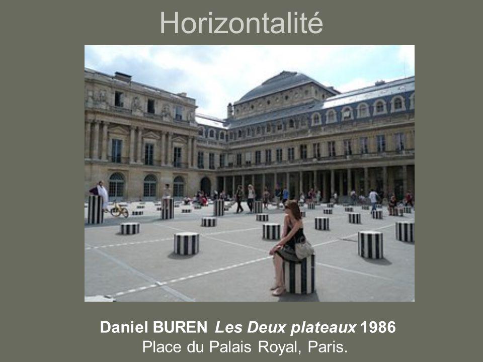 Horizontalité Daniel BUREN Les Deux plateaux 1986