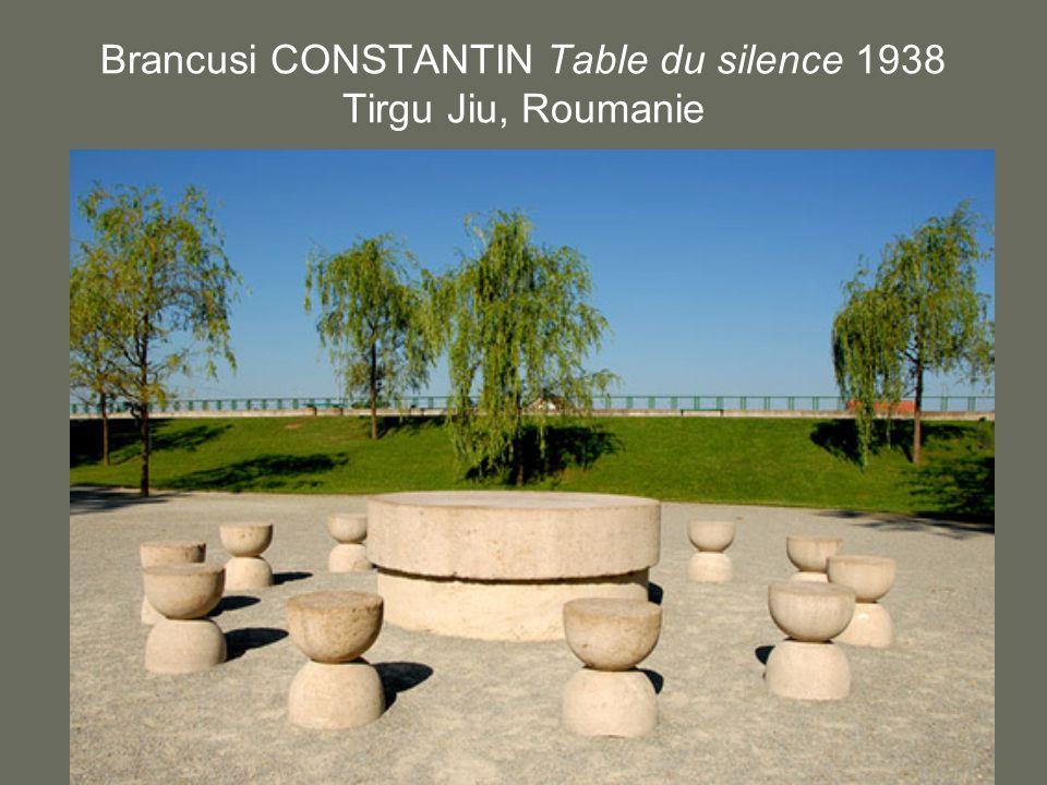 Brancusi CONSTANTIN Table du silence 1938 Tirgu Jiu, Roumanie