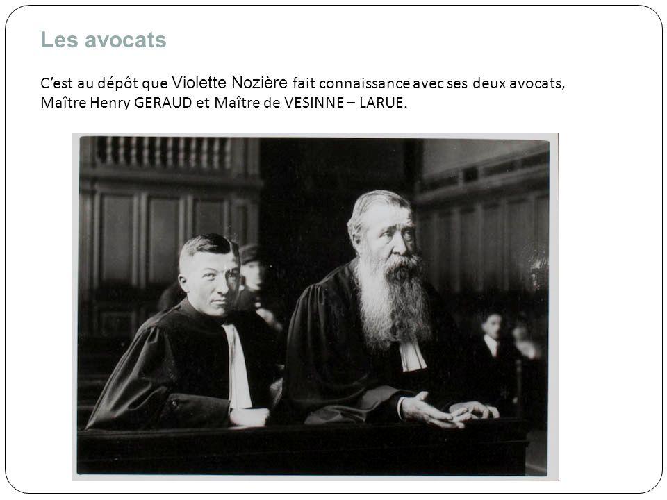 Les avocats C'est au dépôt que Violette Nozière fait connaissance avec ses deux avocats, Maître Henry GERAUD et Maître de VESINNE – LARUE.