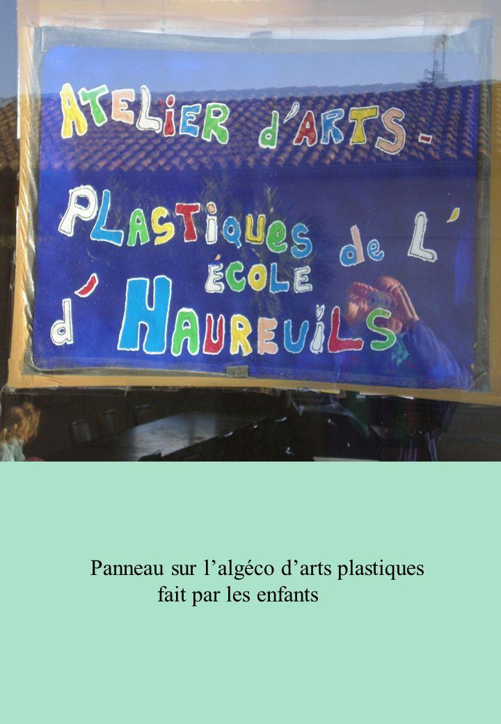Panneau sur l'algéco d'arts plastiques