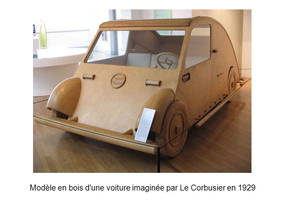 Modèle en bois d une voiture imaginée par Le Corbusier en 1929