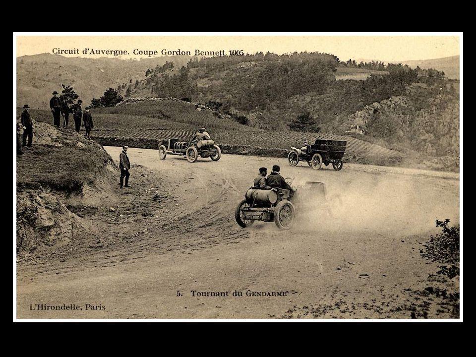 …en 1862, une éruption artificielle salua la venue de Napoléon III; en 1876, le premier laboratoire permanent de météorologie de montagne y fut créé.