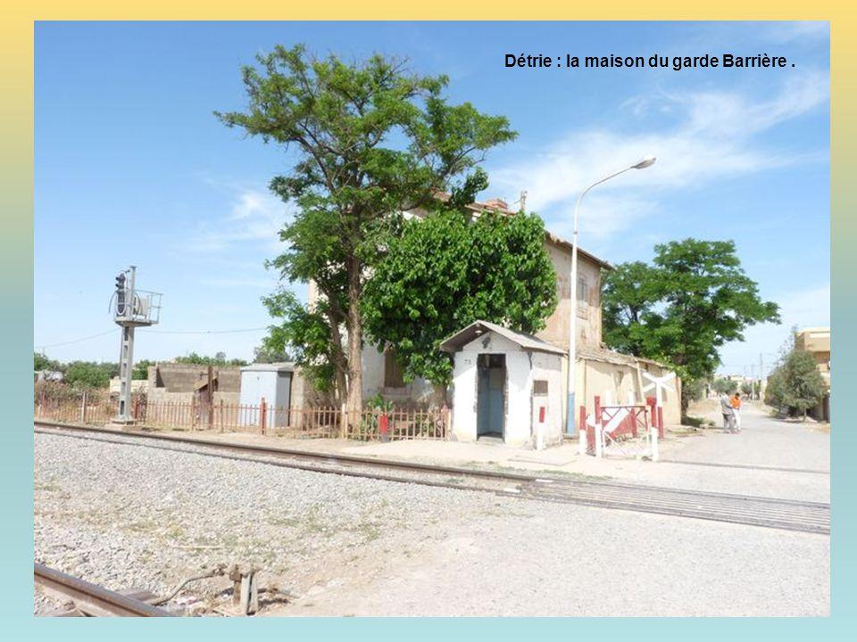 Détrie : la maison du garde Barrière .