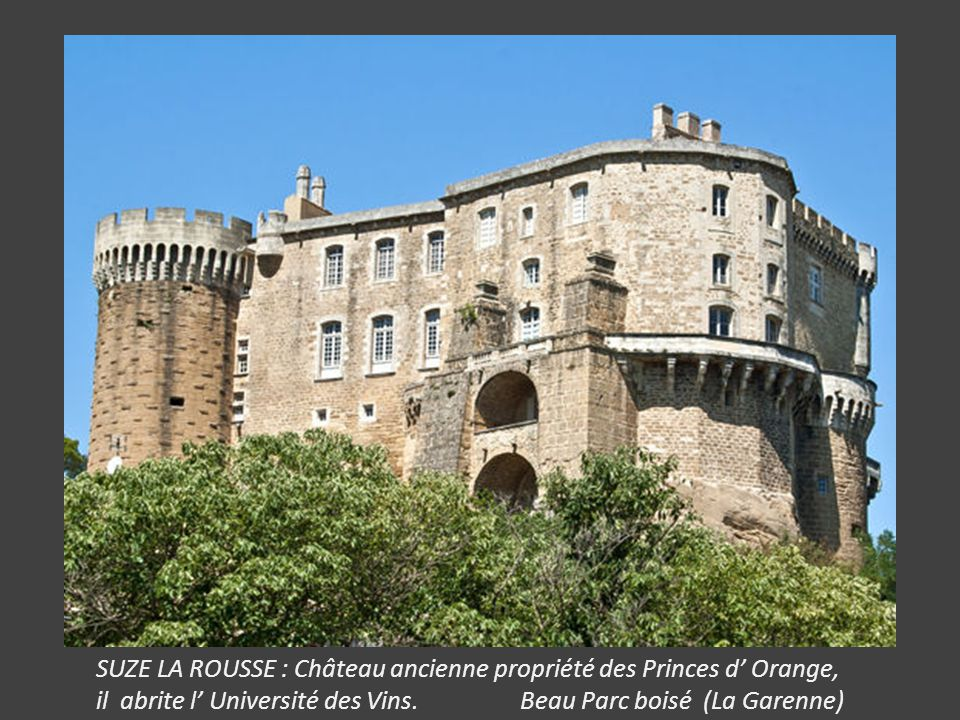 SUZE LA ROUSSE : Château ancienne propriété des Princes d' Orange, il abrite l' Université des Vins.