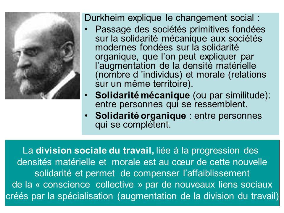 Durkheim explique le changement social :