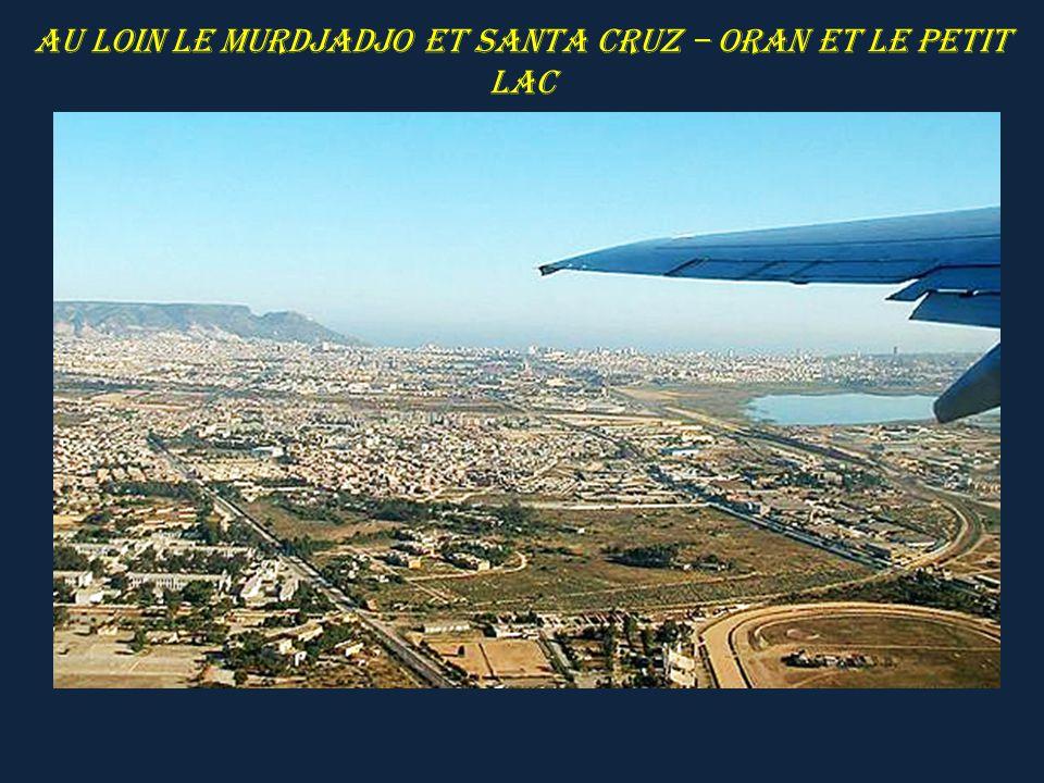 Au loin le Murdjadjo et Santa Cruz – Oran et le Petit Lac