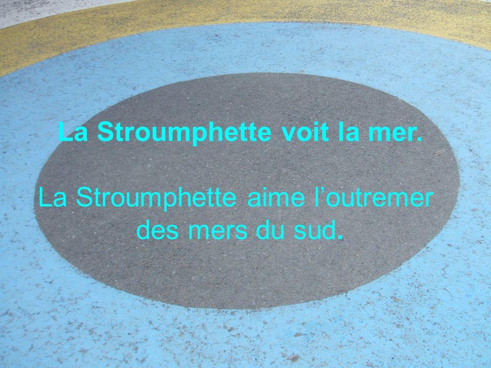 La Stroumphette voit la mer.