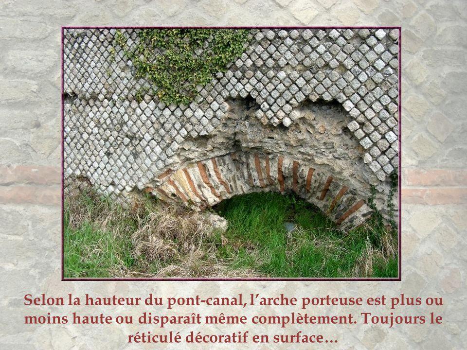 Selon la hauteur du pont-canal, l'arche porteuse est plus ou moins haute ou disparaît même complètement.