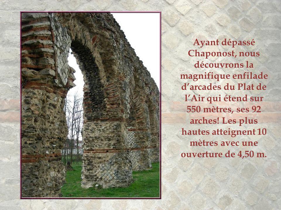 Ayant dépassé Chaponost, nous découvrons la magnifique enfilade d'arcades du Plat de l'Air qui étend sur 550 mètres, ses 92 arches.