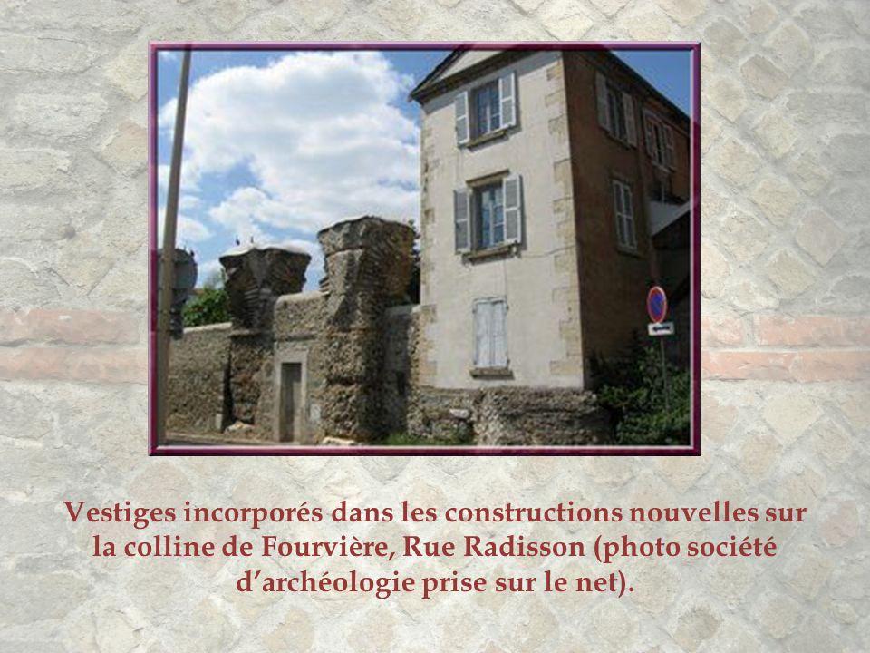 Vestiges incorporés dans les constructions nouvelles sur la colline de Fourvière, Rue Radisson (photo société d'archéologie prise sur le net).