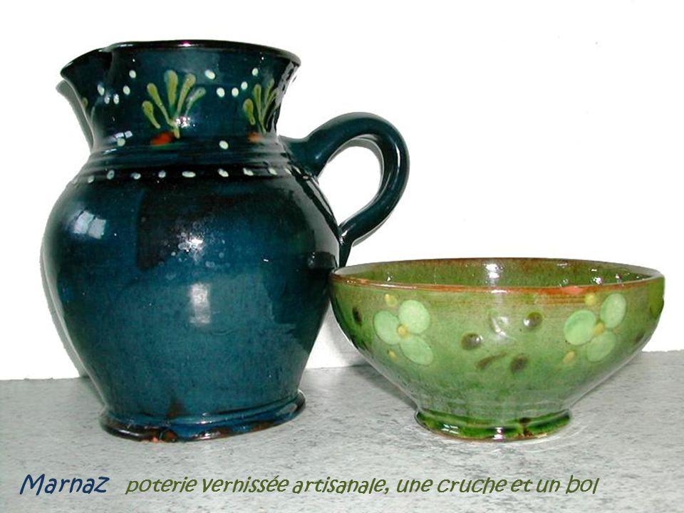Marnaz poterie vernissée artisanale, une cruche et un bol