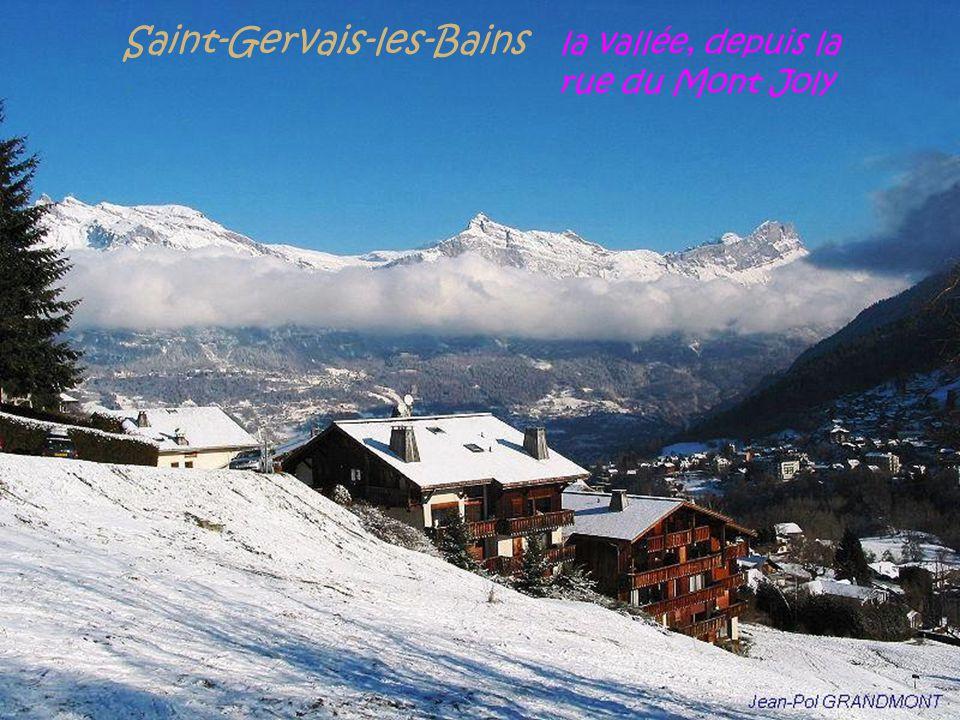 Saint-Gervais-les-Bains la vallée, depuis la . rue du Mont Joly