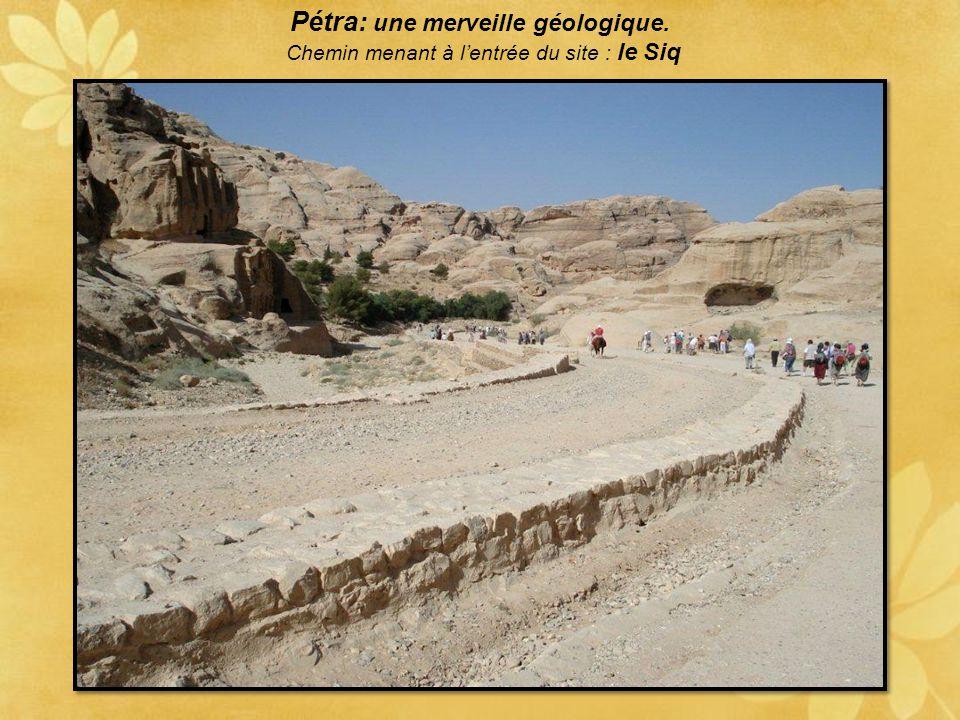 Pétra: une merveille géologique.