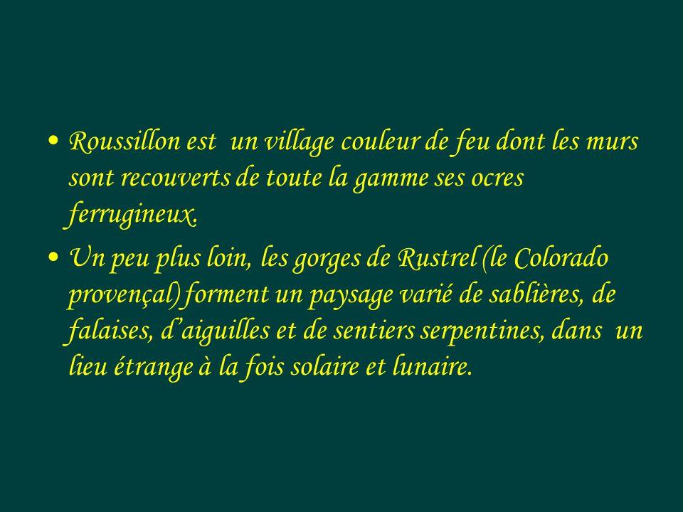 Roussillon est un village couleur de feu dont les murs sont recouverts de toute la gamme ses ocres ferrugineux.