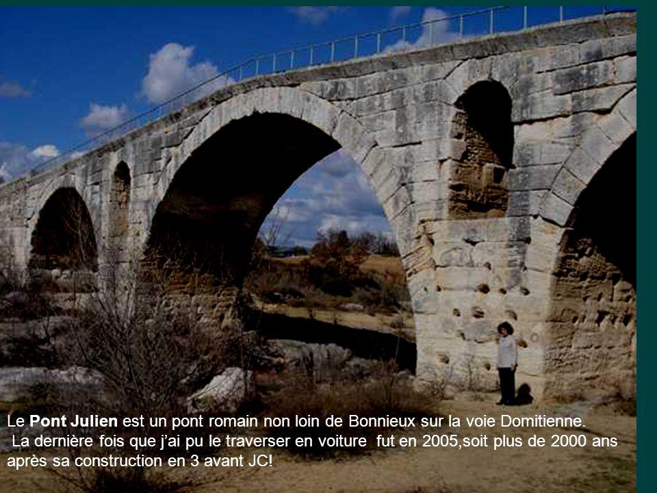 Le Pont Julien est un pont romain non loin de Bonnieux sur la voie Domitienne.