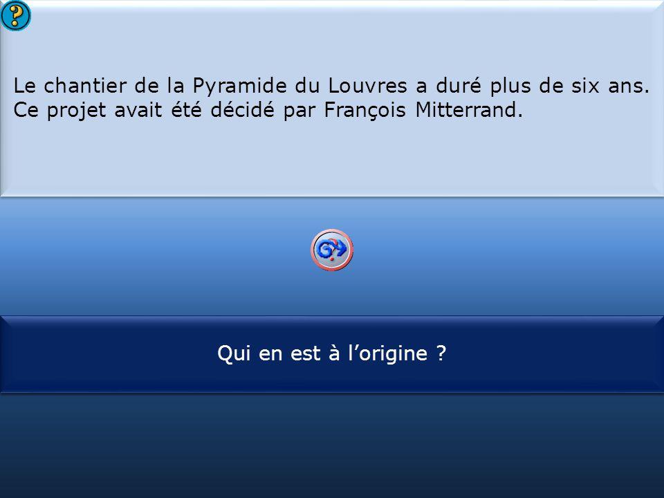 Le chantier de la Pyramide du Louvres a duré plus de six ans
