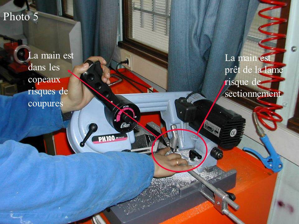 Photo 5 La main est dans les copeaux risques de coupures