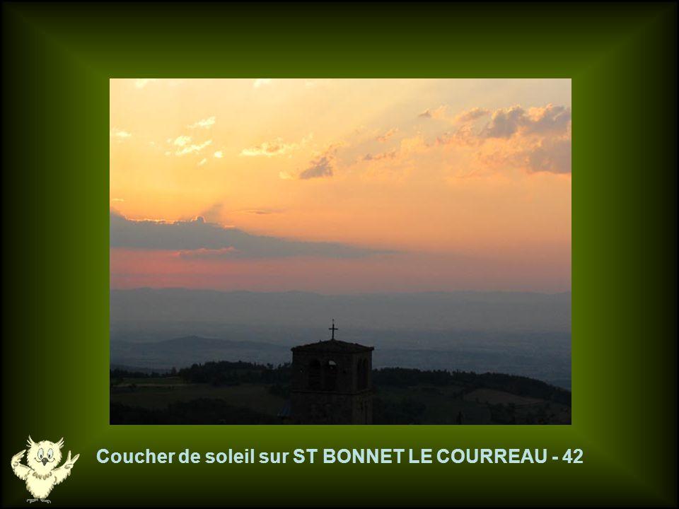 Coucher de soleil sur ST BONNET LE COURREAU - 42