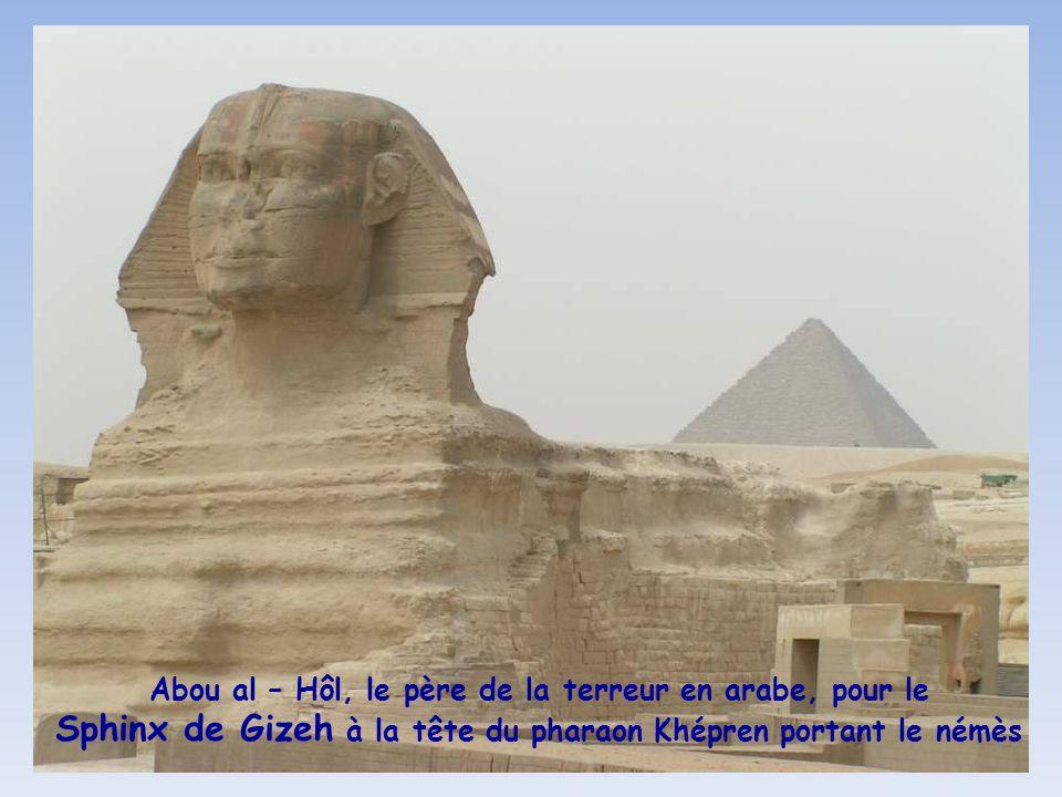 Abou al – Hôl, le père de la terreur en arabe, pour le Sphinx de Gizeh à la tête du pharaon Khépren portant le némès