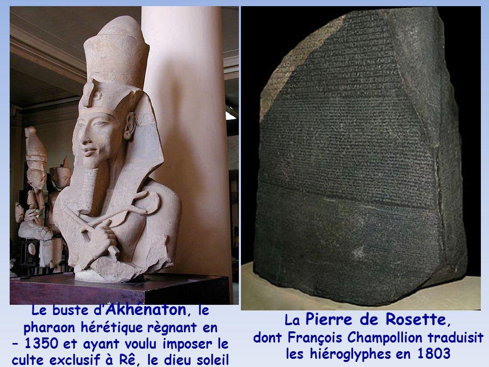 Le buste d'Akhénaton, le pharaon hérétique règnant en – 1350 et ayant voulu imposer le culte exclusif à Rê, le dieu soleil