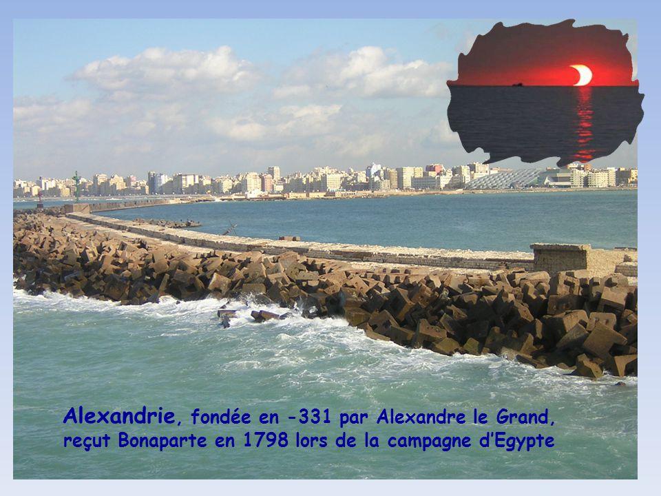Alexandrie, fondée en -331 par Alexandre le Grand, reçut Bonaparte en 1798 lors de la campagne d'Egypte