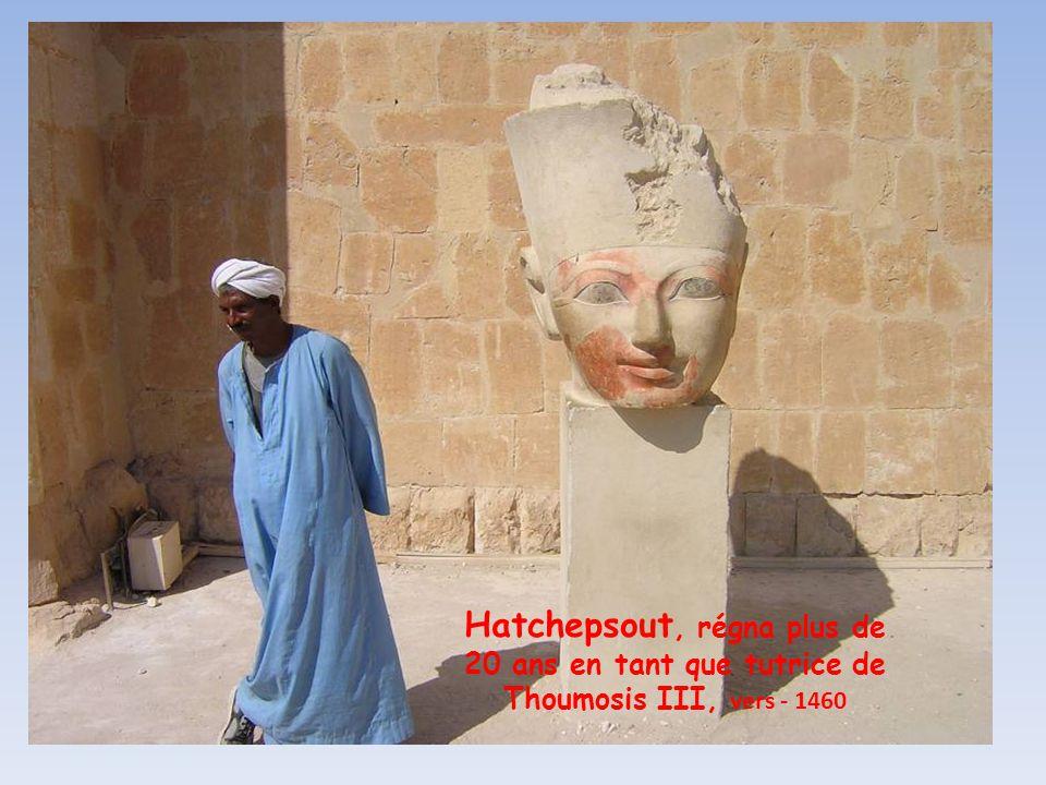 Hatchepsout, régna plus de 20 ans en tant que tutrice de Thoumosis III, vers - 1460