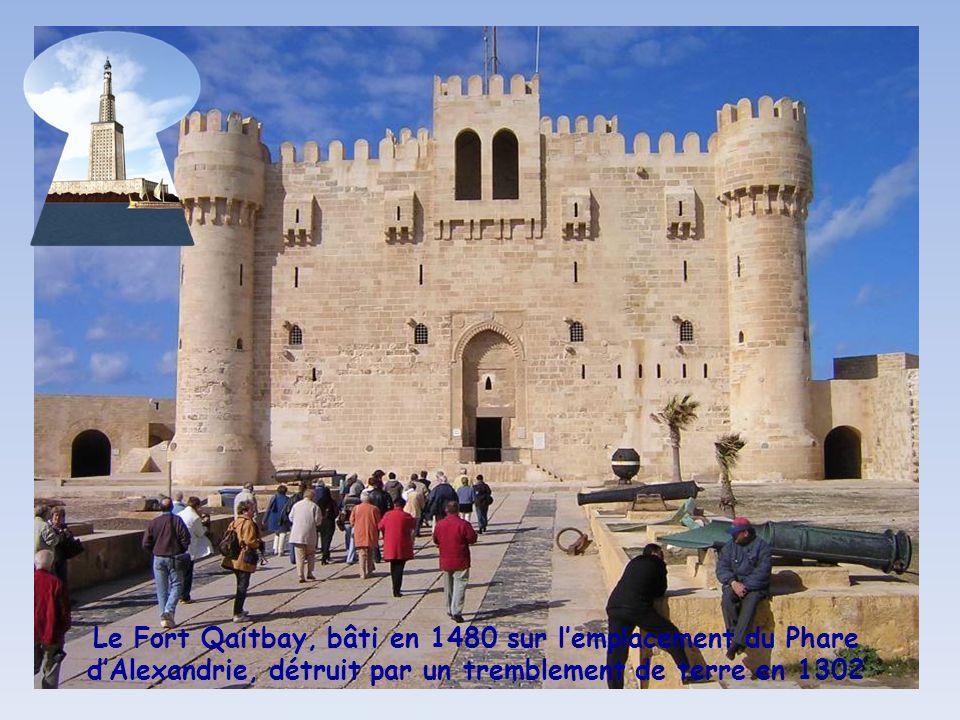 Le Fort Qaitbay, bâti en 1480 sur l'emplacement du Phare d'Alexandrie, détruit par un tremblement de terre en 1302