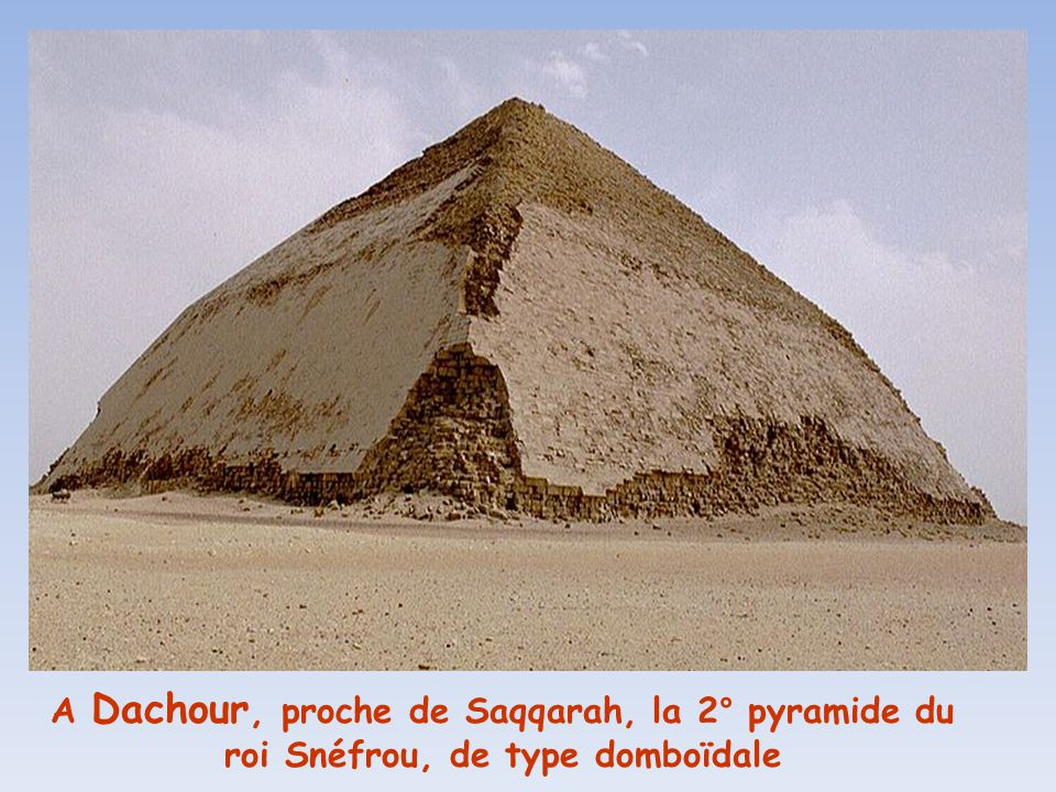 A Dachour, proche de Saqqarah, la 2° pyramide du roi Snéfrou, de type domboïdale