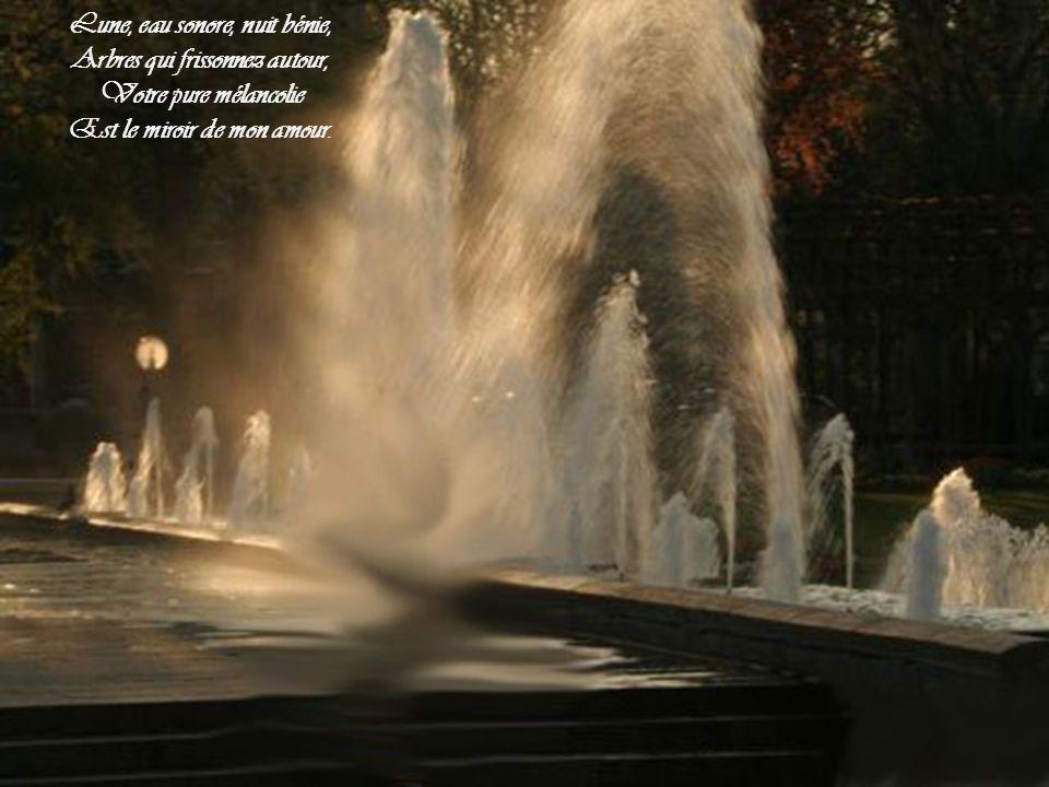 Lune, eau sonore, nuit bénie, Arbres qui frissonnez autour,