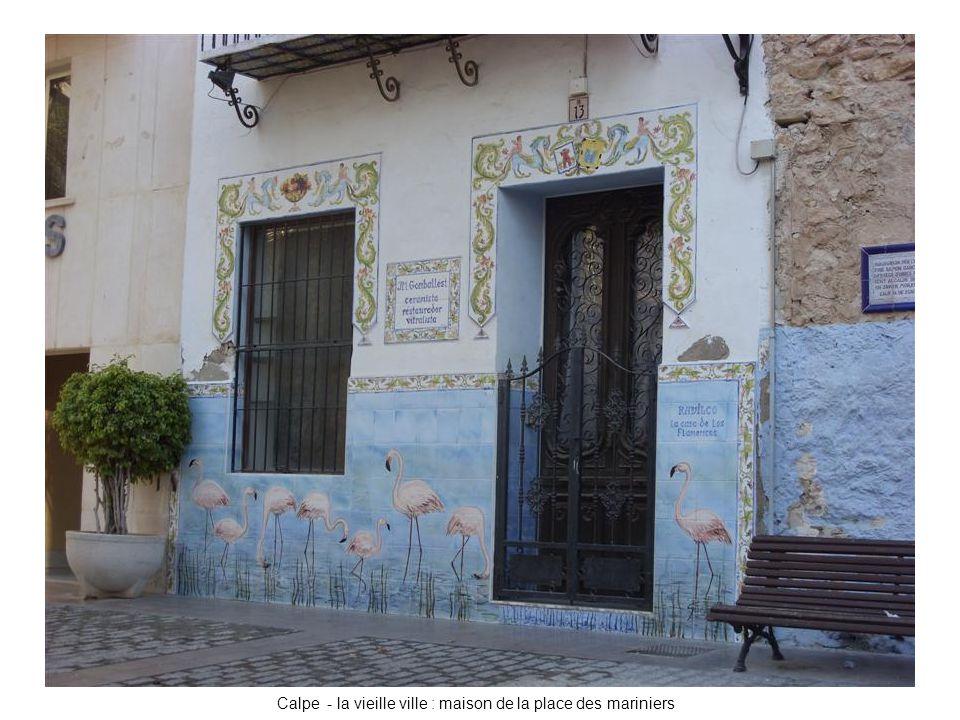 Calpe - la vieille ville : maison de la place des mariniers