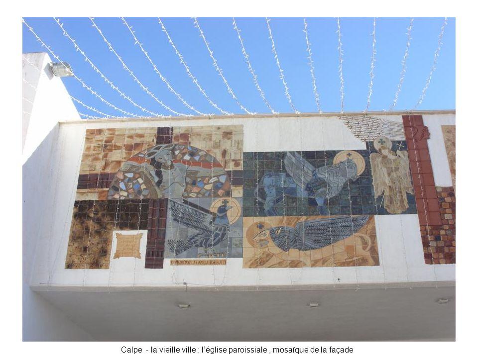 Calpe - la vieille ville : l'église paroissiale , mosaïque de la façade