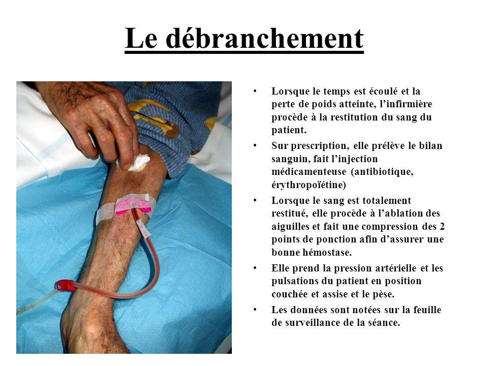 Le débranchement Lorsque le temps est écoulé et la perte de poids atteinte, l'infirmière procède à la restitution du sang du patient.