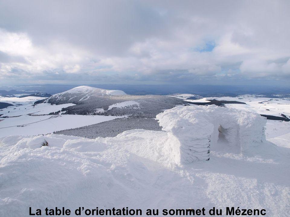 La table d'orientation au sommet du Mézenc