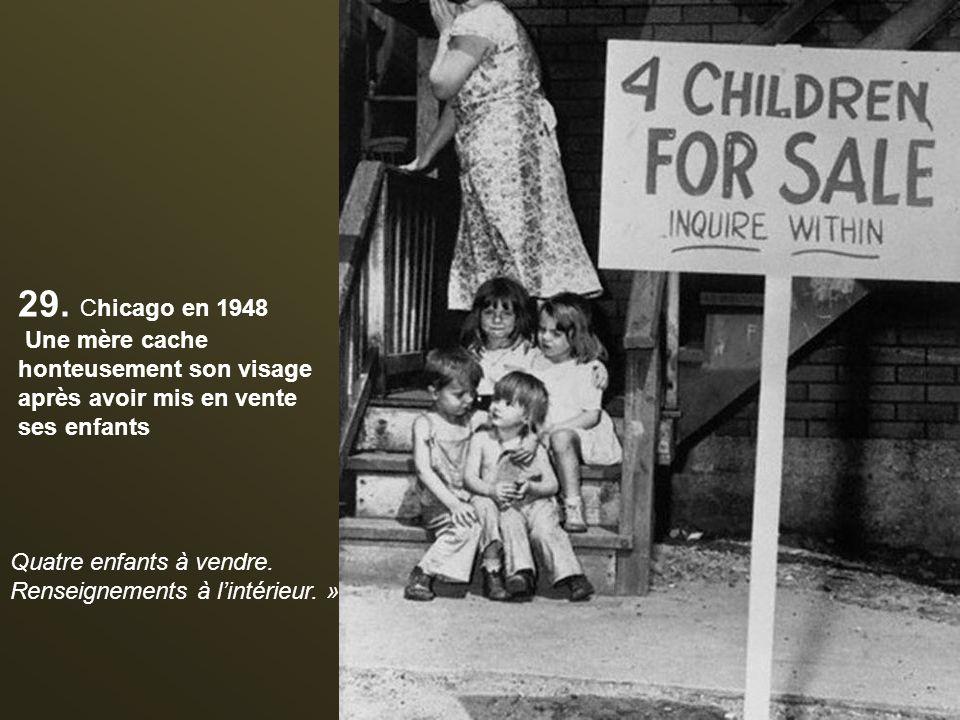 29. Chicago en 1948 Une mère cache honteusement son visage