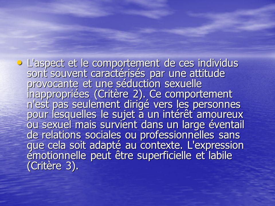 L aspect et le comportement de ces individus sont souvent caractérisés par une attitude provocante et une séduction sexuelle inappropriées (Critère 2).