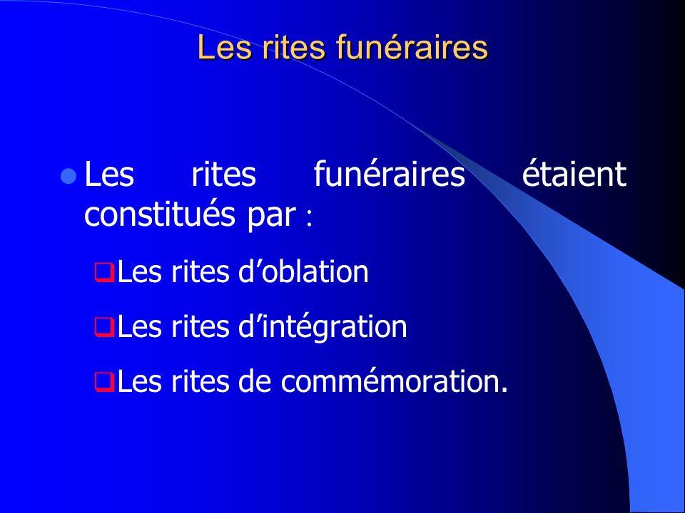 Les rites funéraires étaient constitués par :