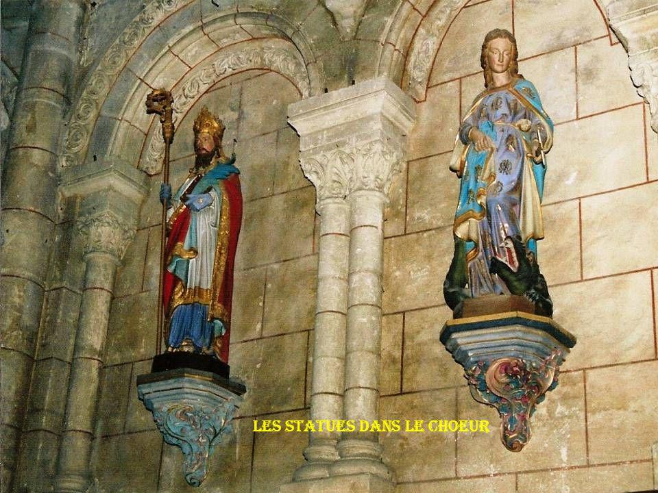 Les statues dans le choeur