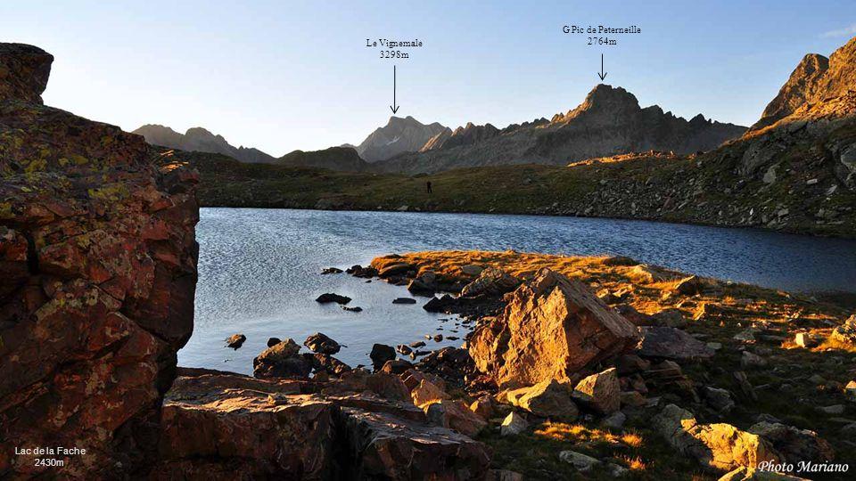 G Pic de Peterneille 2764m Le Vignemale 3298m Lac de la Fache 2430m .