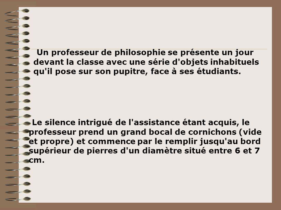 Un professeur de philosophie se présente un jour devant la classe avec une série d objets inhabituels qu il pose sur son pupitre, face à ses étudiants.