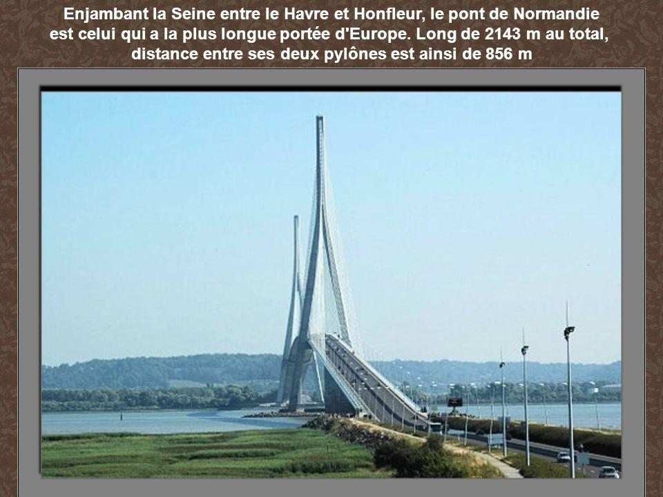 Enjambant la Seine entre le Havre et Honfleur, le pont de Normandie