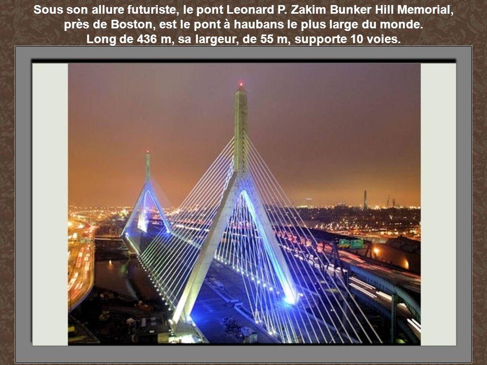 près de Boston, est le pont à haubans le plus large du monde.