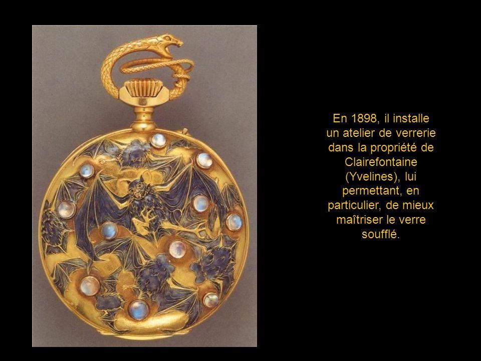 En 1898, il installe un atelier de verrerie dans la propriété de Clairefontaine (Yvelines), lui permettant, en particulier, de mieux maîtriser le verre soufflé.