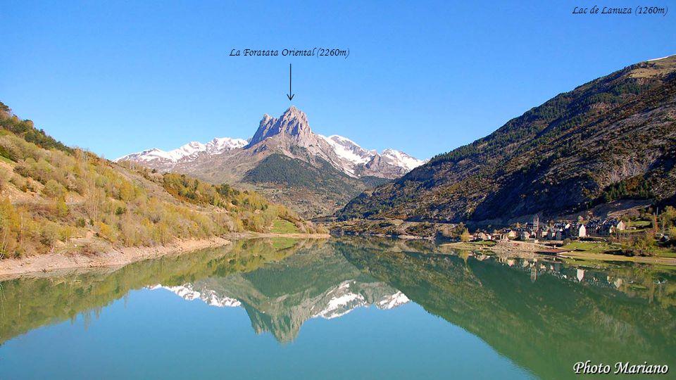 Lac de Lanuza (1260m) La Foratata Oriental (2260m) . . . . . . . .