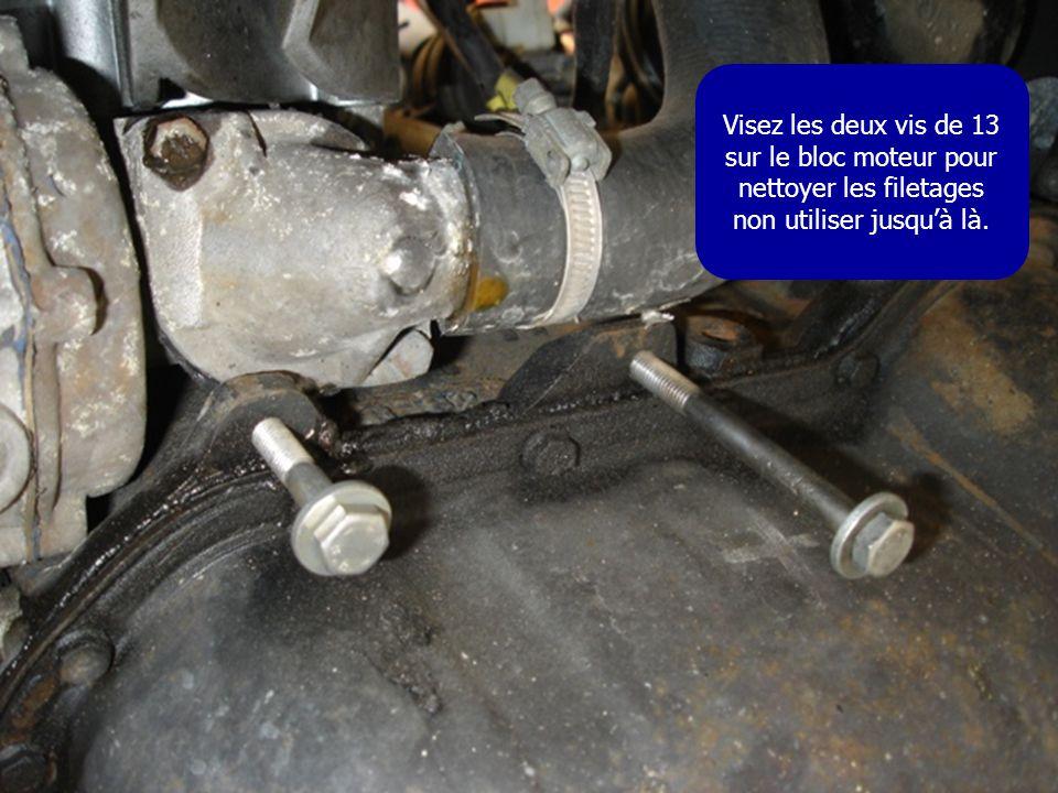Visez les deux vis de 13 sur le bloc moteur pour nettoyer les filetages non utiliser jusqu'à là.