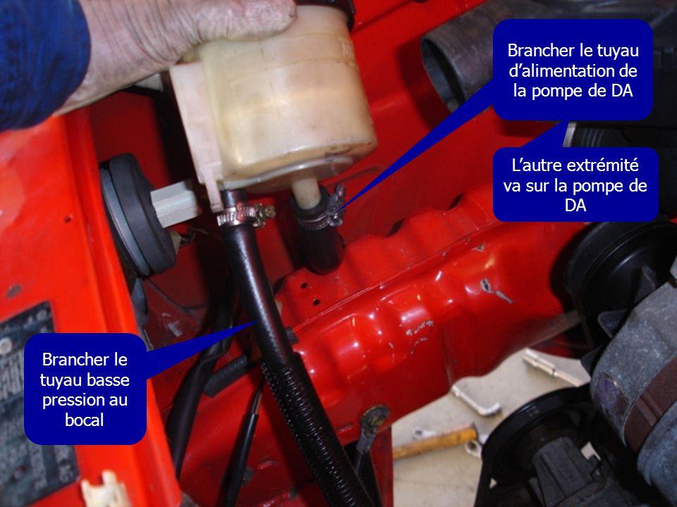 Brancher le tuyau d'alimentation de la pompe de DA