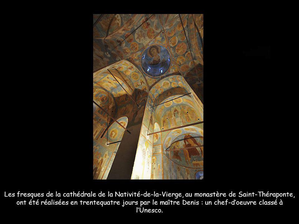 Les fresques de la cathédrale de la Nativité-de-la-Vierge, au monastère de Saint-Théraponte, ont été réalisées en trentequatre jours par le maître Denis : un chef-d'oeuvre classé à l'Unesco.