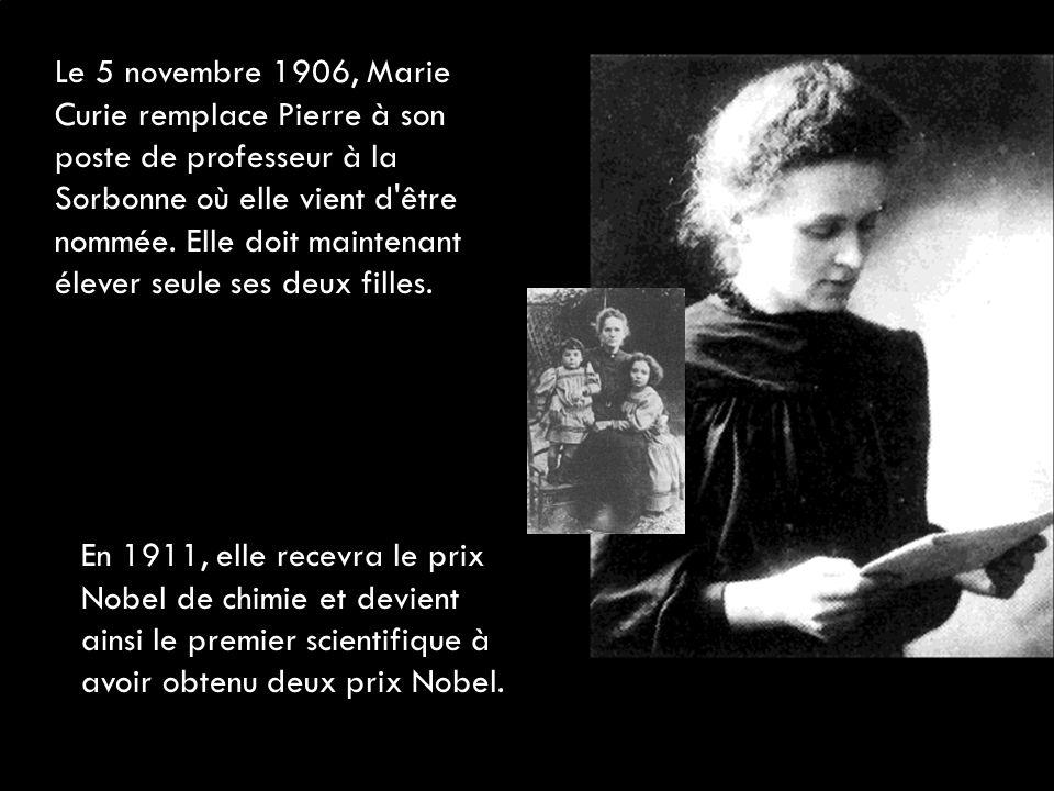 Le 5 novembre 1906, Marie Curie remplace Pierre à son poste de professeur à la Sorbonne où elle vient d être nommée. Elle doit maintenant élever seule ses deux filles.